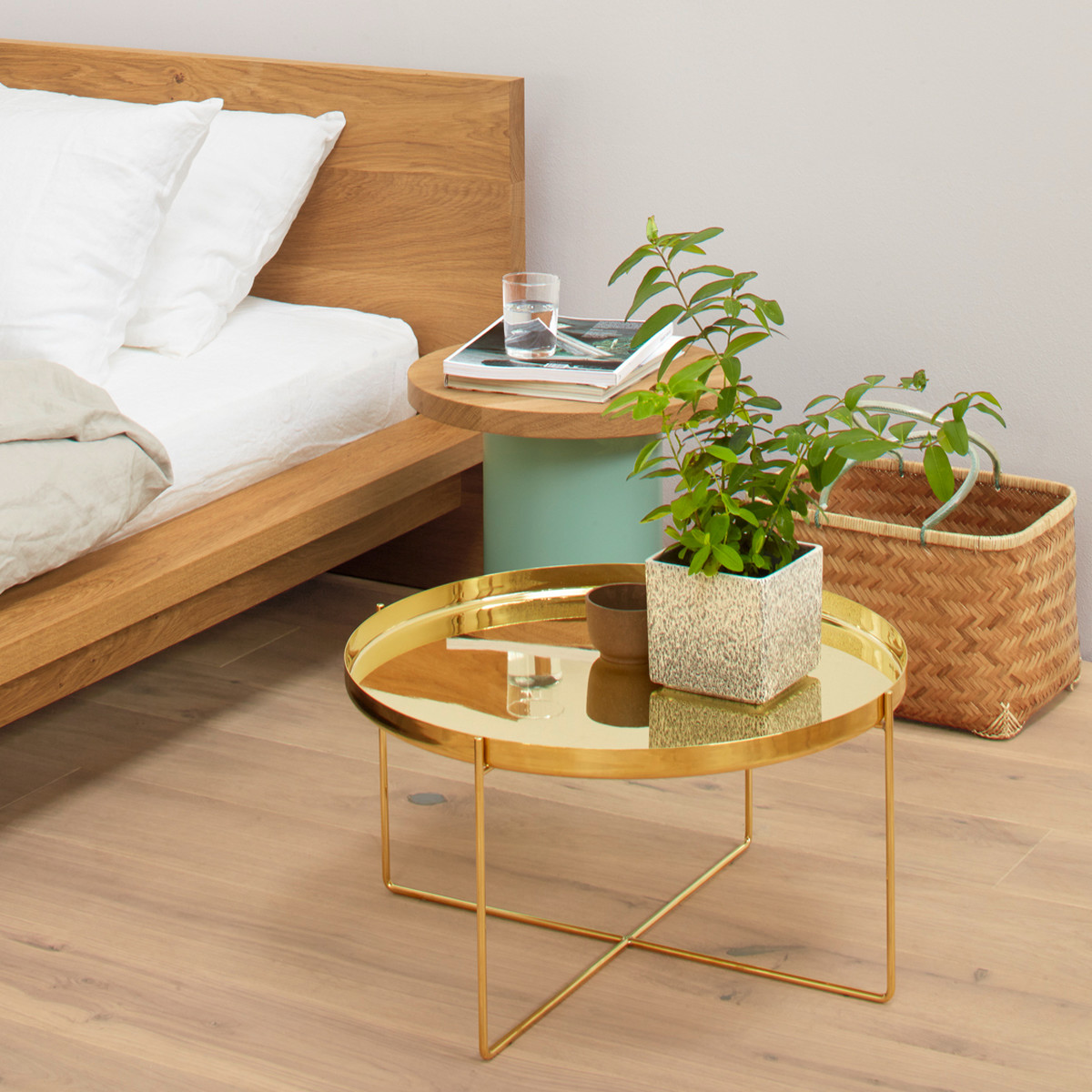 e15_Habibi-side-table-brass